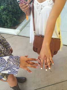 Is henna hand art the new nail art? These girls make us think so!