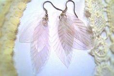 Fabriquez vous-même vos boucles d'oreilles! De belles plumes!