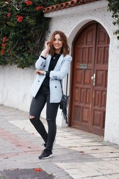 americana, blazer, baby blue, azul, blue, sporty chic, sporty, sneakers, black, begro, spring, primavera, look, fashionblogger, carolina toledo, ootd, street style, ripped jeans, jeans rotos,
