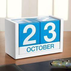 Classic cube desk calendar