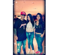DYARMY_RD : @daddy_yankee con algunas fans en Cali, Colombia #DYARMY https://t.co/U4aDiHIveS   Twicsy - Twitter Picture Discovery
