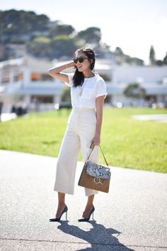 Here is all that you need to know about all white outfit ideas for ladies. slay every occasion with these all white outfit ideas. All White Outfit, White Outfits, Classy Outfits, Stylish Outfits, Office Looks, Summer Work Outfits, Office Outfits, Office Attire, Office Wear