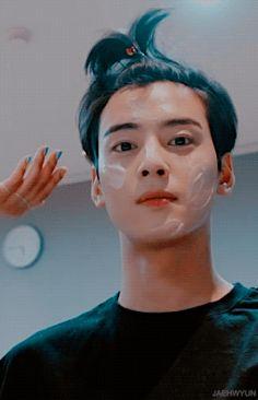 Cha Eun Woo, Korean Boys Ulzzang, Cute Korean Boys, Nam Joo Hyuk Wallpaper, Cha Eunwoo Astro, Shin Se Kyung, Astro Wallpaper, Lee Hyun Woo, Boy Photography Poses