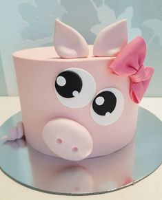 süßeste kleine piggy kuchen mit rosa schleife, ich möchte dieses kleine backe… cutest little piggy cake with pink bow, i want to bake this little and … like to Fondant Girl, Fondant Cakes, Cupcake Cakes, Pig Cupcakes, Dog Cakes, Cupcake Toppers, Pretty Cakes, Cute Cakes, Beautiful Cakes