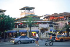Stop By These 10 Miami Shopping Malls: CocoWalk