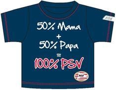 Donkerblauw T-shirt om je kindje direct fan te laten worden van de Eindhovense voetbalclub PSV. Op het shirt staat de tekst ''50% mama + 50% papa = 100% PSV'' en het logo van de landskampioen.  - Baby t-shirt psv donkerblauw: 50+50 maat 98/104