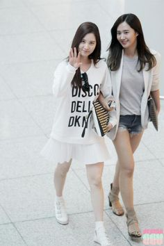 Seohyun and Yuri - Snsd Snsd Airport Fashion, Snsd Fashion, Uk Fashion, Girl Fashion, Fashion Outfits, Korean Celebrities, Celebs, Kwon Yuri, Seohyun