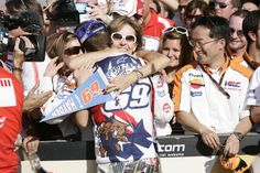 Hayden celebrates world championship with his `Mom`, Valencia MotoGP Race, 2006