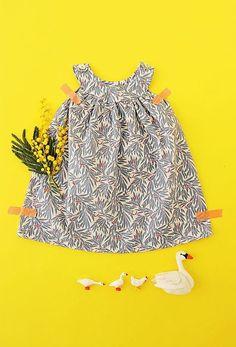Coudre soi-même une petite robe légère de printemps pour bébé Sew a little light spring dress for baby
