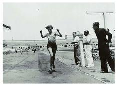 Emília Trepat, ganadora de los 80 m. lisos en el campeonato de Cataluña, 1935