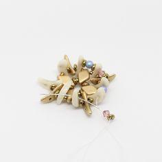 Tutoriel DIY étape 3 boucles d'oreilles printemps avec perles en verre Ava beads, crescent beads, toho beads et cristaux Swarovski