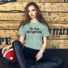 She Slays On Purpose, Motivational Quotes / Short-Sleeve Unisex T-Shirt - Heather Prism Dusty Blue / 4XL