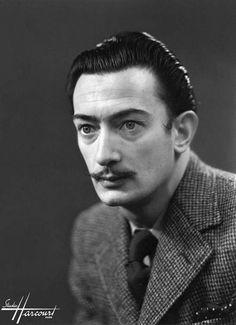 Salvador Dalí – Studio Harcourt Paris i heart dali Charles Darwin, L'art Salvador Dali, Actor Studio, Merian, Karl Marx, Friedrich Nietzsche, Nelson Mandela, Famous Faces, Famous Artists