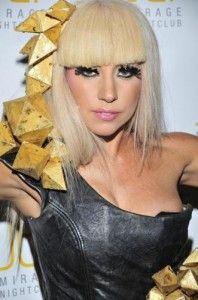 lady gaga coiffure futuriste
