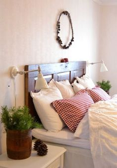 Simple Christmas Touches for Winter Bedroom - Room Decoration Winter Bedroom Decor, Christmas Bedroom, Cozy Bedroom, White Bedroom, Room Decor Bedroom, Christmas Home, Simple Christmas, White Bedding, Cottage Living