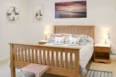 Lovely ground floor apartment close to beach Holiday Accommodation, Al Fresco Dining, Isle Of Wight, Very Well, Ground Floor, Cribs, Vintage Inspired, Retro Vintage, Toddler Bed
