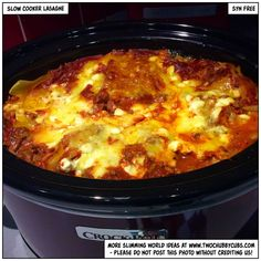 This recipe for slow cooker lasagne is quick enough to make and looks after itself - also, it's syn free! Perfect Slimming World fodder. Slow Cooker Slimming World, Slimming World Dinners, Slimming World Recipes Syn Free, Slimming World Lasagne, Slow Cooked Meals, Slow Cooker Recipes, Cooking Recipes, Slow Cooking, Crockpot Meals