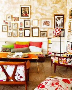 Decorate+your+boho+room+with+colorful+pillows+and+lots+of+frames+on+your+wall