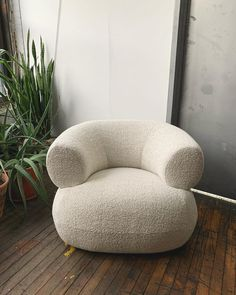 mvngmtns Back in bouclé! This guy just arrived Head there to take a spin on our Puffer💫 Furniture Upholstery, New Furniture, Furniture Design, Furniture Ideas, Small Living Room Furniture, Boho Living Room, Colorful Couch, Townhouse Interior, Zen Space
