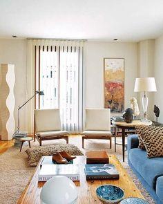 Es fácil imaginarla aquí, en este piso mallorquín. Los colores, los materiales, el mobiliario... componen escenas de serena calidez, mientras su arquitectura, de finales del siglo XIX, se ha renovado...