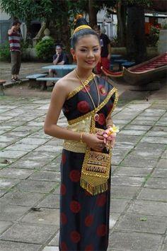 laos traditional dress   laos-luang-prabang-traditional-dress   laos  Image 48 of 72