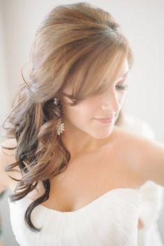 loose curl wedding hair idea #bride #weddinghair #weddingchicks http://www.weddingchicks.com/2014/04/10/blue-and-ivory-shabby-chic-wedding/