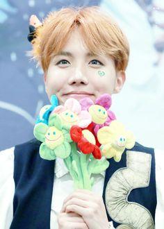 Sempre que eu leio/ ouço a palavra flor eu pense nesse ser vivo lindo, maravilhoso e cheio de luz <3
