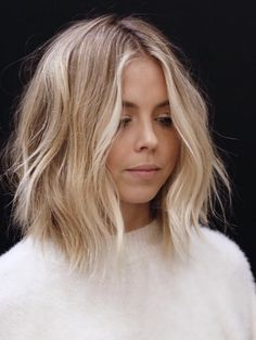62 popular short hairstyles for fine and fine hair (+ 3 tips for CRAZY Volume) - Top Trends Short Bobs Haircuts Look Sexy and Charming! Brown Blonde Hair, Short Blonde, Blonde Hair With Bangs, Lob Hair, Wavy Hair, Medium Hair Styles, Short Hair Styles, Hair Medium, Blonde Hair Cuts Medium