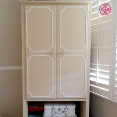 Quick and easy way to dress up your wardrobe with Anne O'verlays and glue.  Transform your furniture with this simple diy