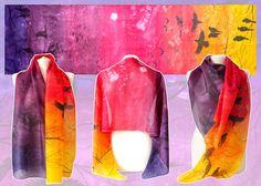 Sjaal vogels in Sunset is een handbeschilderde zijden sjaals, versierd met een schemering luchten en een zwerm vogels, vliegen  De vogels sjaal is gemaakt op bestelling en ik zal moeten 7-10 voor schilderen. Het is geschilderd met een snelle free-hand-methode, wat in een uniek design en kleur samenstelling resulteerde. Als gevolg van het creatieve proces, de sjaal die u ontvangt gelijk zullen zijn, maar zullen niet het zelfde als die in de fotos. Er zal niet een identieke tweeling naar een…
