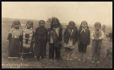 – before entering school – seven Indian children of uneducated parents The caption indicates these are Sioux children. From the Library of Congress. Native American Children, Native American Beauty, Native American Photos, Native American Tribes, Native American History, Mary Monroe, Navajo, New Look Dior, Arte Tribal