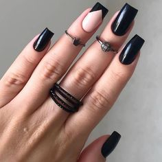 Semi-permanent varnish, false nails, patches: which manicure to choose? - My Nails Goth Nails, Edgy Nails, Grunge Nails, Stylish Nails, Trendy Nails, Oval Nails, Halloween Acrylic Nails, Fall Acrylic Nails, White Nails