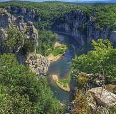 12 forêts absolument majestueuses qui font la beauté de la France | Daily Geek Show Véritable paradis de la biodiversité, le bois de Païolive se trouve dans le sud de l'Ardèche.