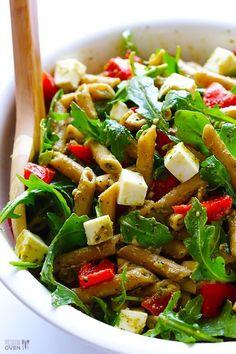 500 gr de spaghettis (o la pasta seca que prefieran) 100 gr de rúcula fresca 50 gr de tomates secos 100 gr tofu 3 cdas de aceto balsámico 5 cdas de aceite de oliva sal, pimienta a gusto