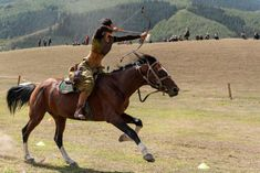This year's World Nomad Games, a celebration of nomadic heritage, took place in the Issyk-Kul province of Kyrgyzstan. Eleanor Moseman photographed female competitors who had travelled from all over central Asia and eastern Europe, and explored the. Archery Aesthetic, Mounted Archery, Archery Hunting, Deer Hunting, Archery Tips, Traditional Archery, Turkey Hunting, Central Asia, Horse Art