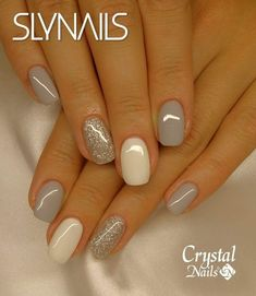 False nails have the advantage of offering a manicure worthy of the most advanced backstage and to hold longer than a simple nail polish. The problem is how to remove them without damaging your nails. Fancy Nails, Trendy Nails, Cute Nails, Nagellack Design, Gray Nails, Neutral Nails, Gray Nail Polish, Grey Nail Art, Yellow Nails