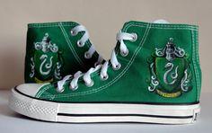Converse Schuhe mit Malerei Slytherin von LRsWorkshop auf Etsy
