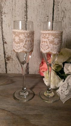 Personalized rustic wedding glasses, Mr and Mrs toasting flutes, burlap wedding bride and groom glasses