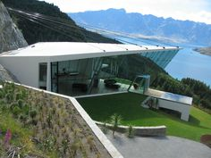 Stunning holiday home, Lake Wakatipu, New Zealand. Residential Architecture, Amazing Architecture, Architecture Design, Futuristic Home, Modern Exterior, Foyers, Modern Buildings, Modern House Design, Luxury Homes