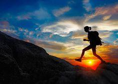 Viajar sozinho é uma decisão que implica em ir muito além do que apenas turistar pelo mundo. Fazer as malas e seguir em 'voo solo' por aí também é uma viagem interior que resulta em autoconhecimento e amadurecimento. Confira abaixo 10 motivos que vão te convencer a fazer as malas e viajar sozinho. 1. Autoconhecimento …
