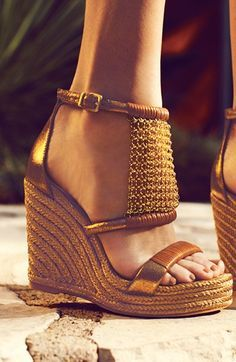 26 Wedge Shoes That Will Make You Look Fabulous Shoes Pretty Shoes, Beautiful Shoes, Cute Shoes, Me Too Shoes, Wedge Sandals, Wedge Shoes, Shoes Heels, Espadrille Shoes, Leather Sandals