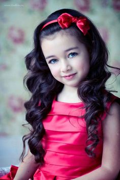 Hermosa #kid #fashion #girl #red #dress #darkhair #blueeyes