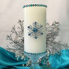 Newest Snowflake ❄️ Candle. So pretty ❄️ Christmas Candle Decorations, Snowflake Decorations, Christmas Candles, Henna Candles, Making A Bouquet, Candle Art, Wedding Unity Candles, Christmas Snowflakes, Candle Making