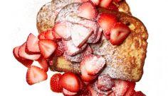 : Gesund, leicht und lecker: Mit diesem süßen Frühstück – mit gerade mal 281 Kalorien – starten Sie richtig durch! Der hohe Gehalt an Antioxidantien in den Erdbeeren kann zudem das Diabetes- und Brustkrebsrisiko senken