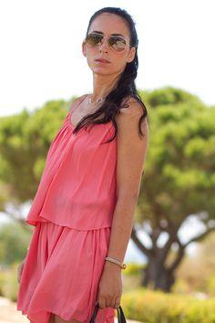 No os Podéis perder el Post de Verónica de With or Without shoes en el que lleva un vestido veraniego precioso en color Salmón y una de nuestras pulsera MAR BCN para complementar su look, consíguela en: www.marbcnshop.com/es/pulseras/164-pulsera-serpiente-dorada.html