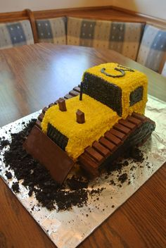 Bulldozer Cake made with Kit Kats! Such a cute kids birthday cake for kids that … Bulldozer Cake made with Kit Kats! Such a cute kids birthday cake for kids that love all things truck and tractor! Sweet Birthday Cake, Truck Birthday Cakes, Truck Cakes, Digger Birthday Cake, Birthday Cake For Kids, Birthday Ideas, Tractor Cakes, Bulldozer Cake, Sweets