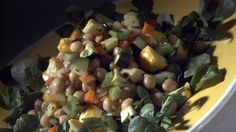 Garbanzo and fresh vegetable salad http://www.latimes.com/food/dailydish/la-dd-edr-easy-dinner-recipes-vegetable-salads-20140924-story.html