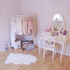 96 Cute and Minimalist Pink Kids Bedroom Decoration Ideas - Decoralink Kids Bedroom, Bedroom Decor, Kawaii Room, Pink Room, Pastel Room, Room Goals, Aesthetic Rooms, Beauty Room, Minimalist Bedroom
