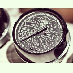 I need the speedo!!!! #speedometer #caferacer #bobber #bratstyle #baddecisions #knifes #motorcycle #metal #pinstripes #thuglife #vintage repost @godspeedco @seattlespeedometer