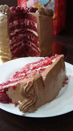 Csibekalandok: Vörösbársony torta málnás meglepetéssel Homemade Birthday Cakes, Torte Cake, Hungarian Recipes, Blueberry Cheesecake, Vegan Cake, Cakes And More, Cake Cookies, Fudge, Food Porn